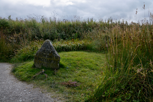 Well of the Dead grave marker at Culloden Battlefield